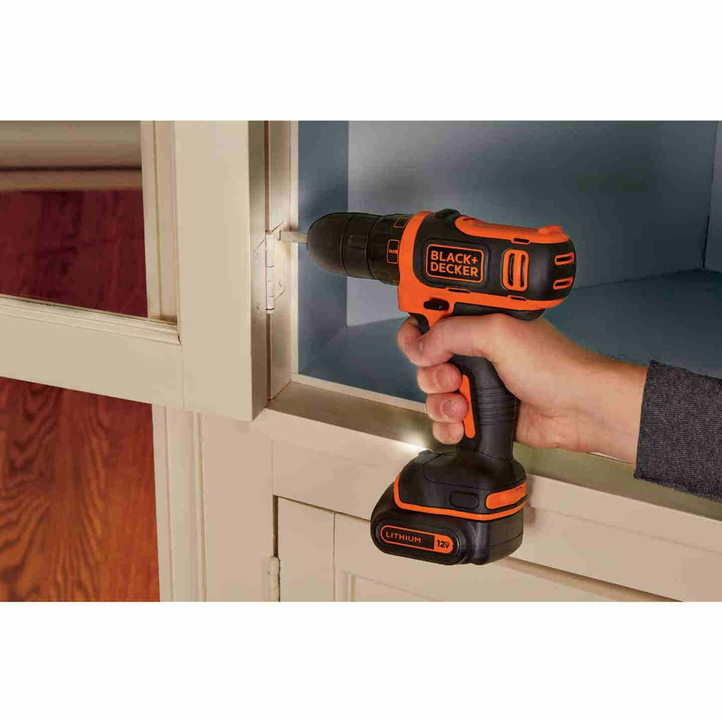 Black & Decker 12 Volt MAX Lithium-Ion 3/8 In. Cordless Drill Kit Image 2